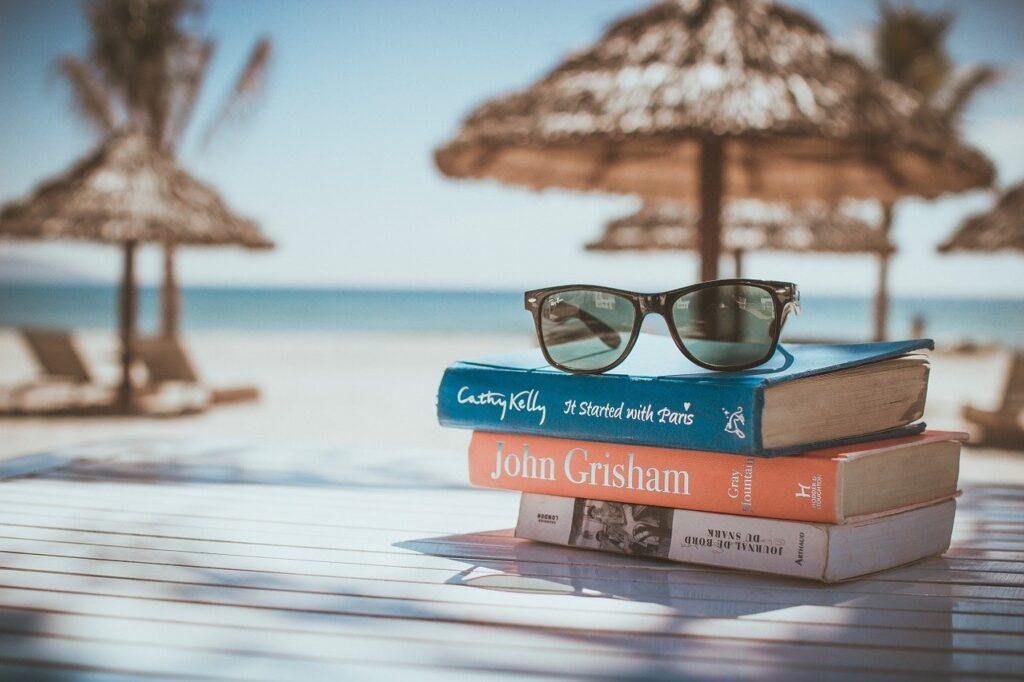 books, reading, beach-918521.jpg
